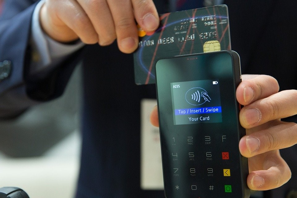 How Does A Credit Card Or Debit Card Transaction Work?